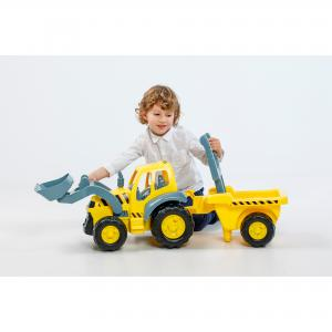 Traktor Giga s vlečkou
