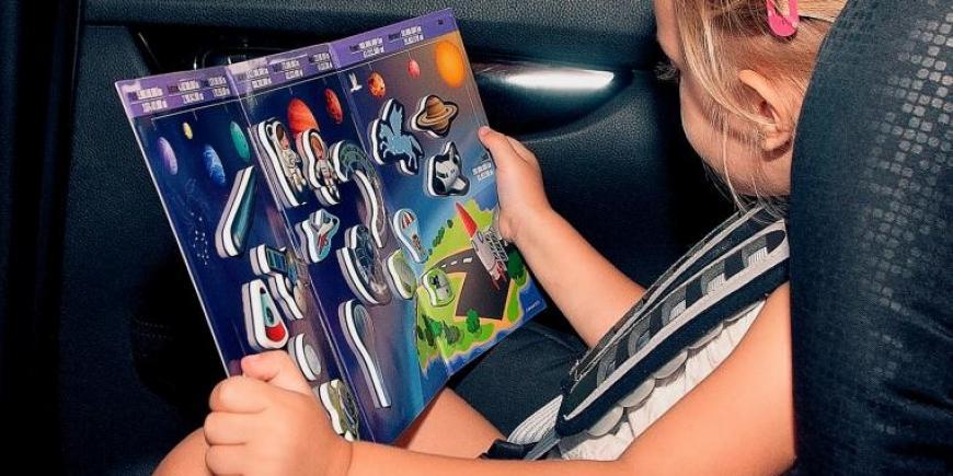 Dieťa v aute s magnetickým tangramom Výlet do vesmíru